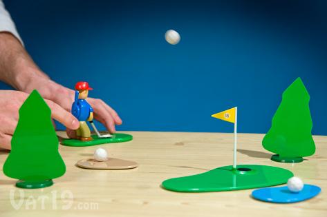 Play golf on your desk with the Chip Shotz Golfer desktop golf game.