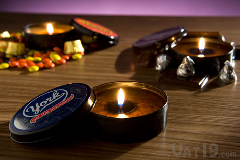 Enjoy the rich aroma of your favorite candies with these mini chocolate scented candles.