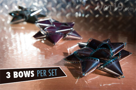 Each set includes three bows.