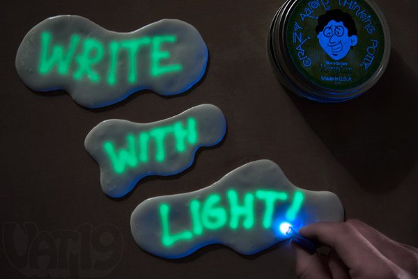 Use the optional blacklight keychain to write onto the surface of the putty.