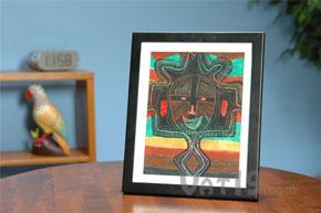 Display artwork in a Lil DaVinci frame.