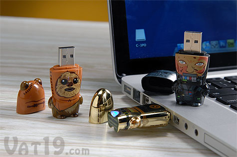 C-3PO, Darth Vader, and Wicket Mimobot USB Flash Drives with an Apple Laptop