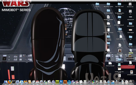 Over a dozen Star Wars desktop wallpapers are included on every flash drive.