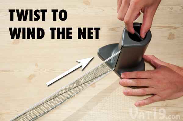 To tighten or wind the net, simply twist the knob in the top of the post.