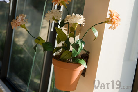 Hang a potted plant in less than a minute with the Pot Latch flower pot hanger.