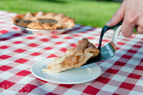... and serve cakes, pies, and tarts with the Slice 'n Slide Cake Server